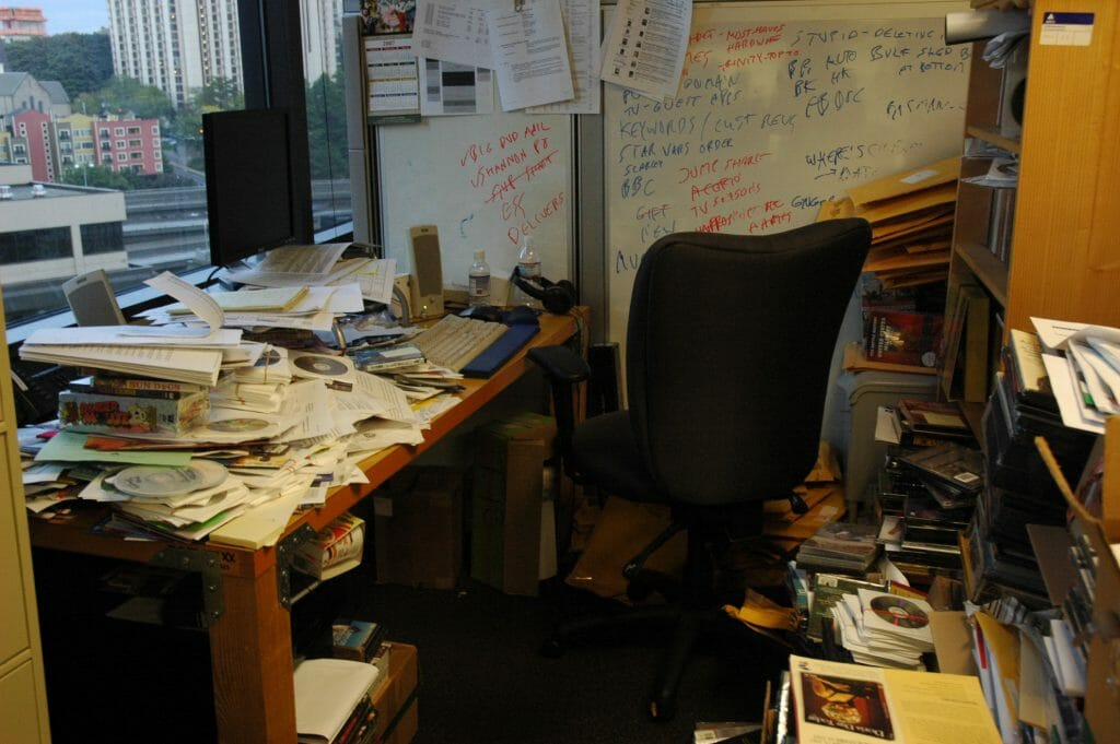 office-overwhelmed-with-clutter